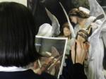 生徒たちはアクリルガッシュで描いています。